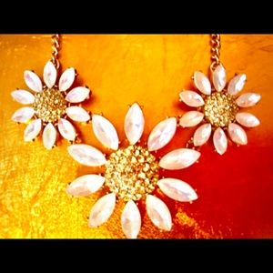 NWT Betsey Johnson Sparkling DAISY Necklace